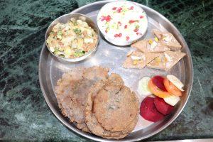 Vrat Special Recipes in Hindi - नवरात्र स्पेशल रेसिपी- व्रत की थाली तैयार करें सिर्फ 30 मिनट में, स्वाद ऐसा की पूरे नौ दिन आप इसे जरूर बनाएंगे, Vrat Recipes- नवरात्री पर उबले आलू और सेंधा नमक से बनाएं विशेष फलाहारी सब्जी